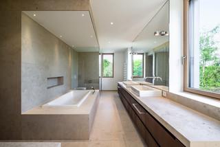 Badezimmer mit beigefarbenen Fliesen Ideen, Design & Bilder ...