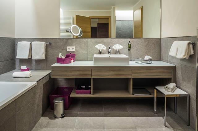 Moderne Badezimmereinrichtung - Modern - Badezimmer - Sonstige - von ...