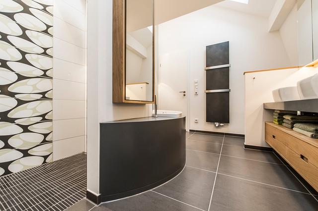 Moderne raumgestaltung in altem weinmeisterhaus modern for Raumgestaltung badezimmer