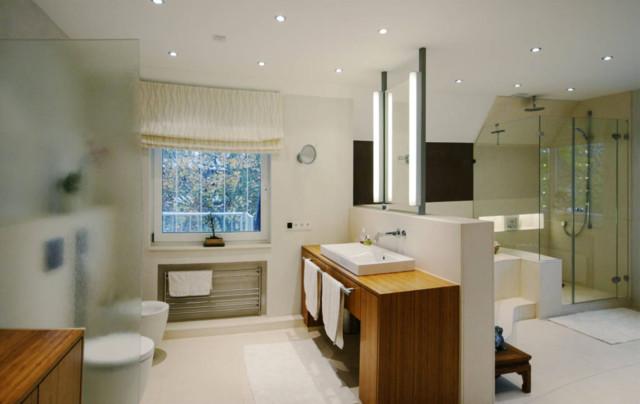 modernes großes Badezimmer - Modern - Badezimmer ...