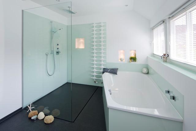 offene fugenlose dusche im frischen maritimen design. Black Bedroom Furniture Sets. Home Design Ideas