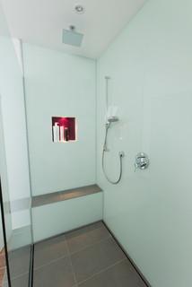 privatbad in m nster modern badezimmer hamburg von. Black Bedroom Furniture Sets. Home Design Ideas
