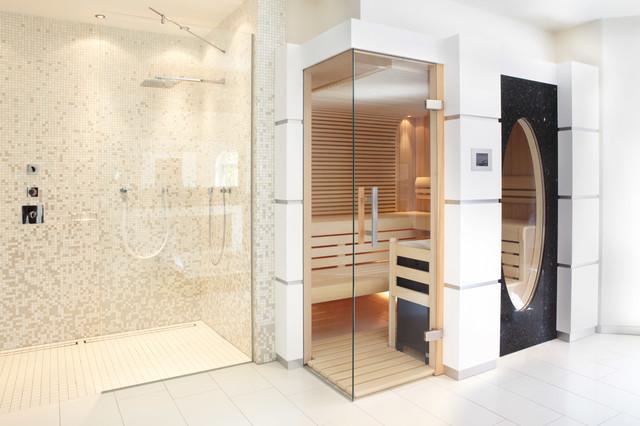 sauna mit glas ber eck und gro em ovalen fenster trendy badev relse andre af erdmann. Black Bedroom Furniture Sets. Home Design Ideas