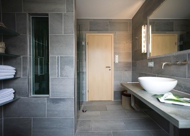 schieferfliesen nat rlich sch n und ewig edel modern badezimmer sonstige von rathscheck. Black Bedroom Furniture Sets. Home Design Ideas