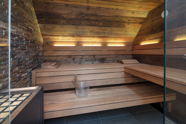 Hervorragend Schmales Badezimmer mit Design-Sauna in Altholz im Penthouse II51