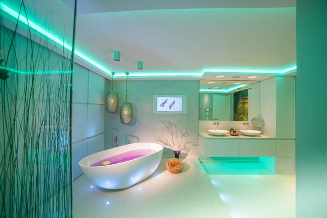 Spadesign mit TV - Contemporáneo - Cuarto de baño - Colonia - de ...