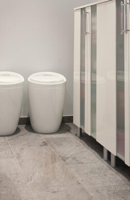 Stauraum und Wäschekörbe - Modern - Badezimmer - Frankfurt am Main ...