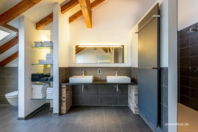 umgebauter rheinischer vierkanthof modern badezimmer. Black Bedroom Furniture Sets. Home Design Ideas
