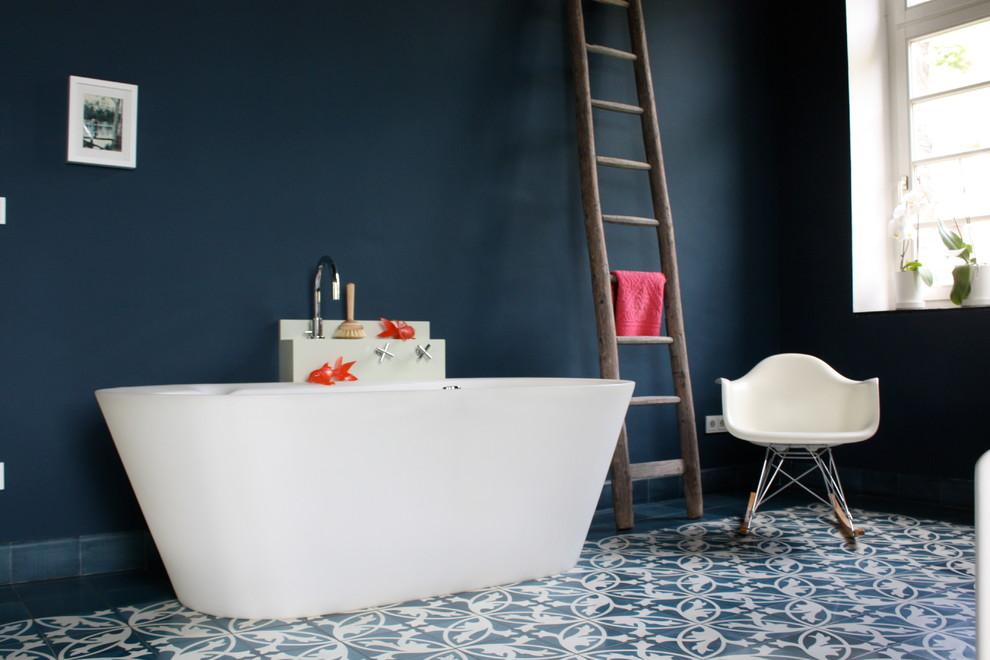 На фото: ванные комнаты в стиле ретро