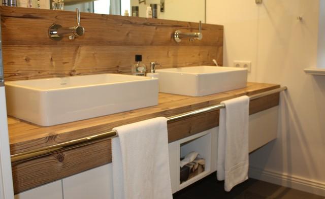Waschtisch Unterschrank mit integrierter Wandverkleidung ...