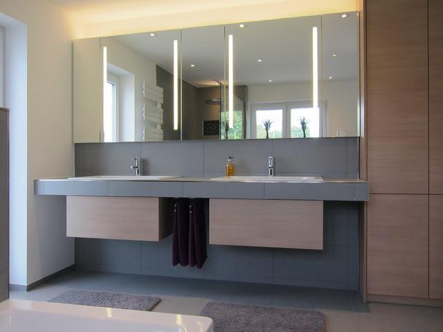 Badezimmer Spiegelschrank Modern #17: Waschtischanlage Im Familienbad Modern-badezimmer