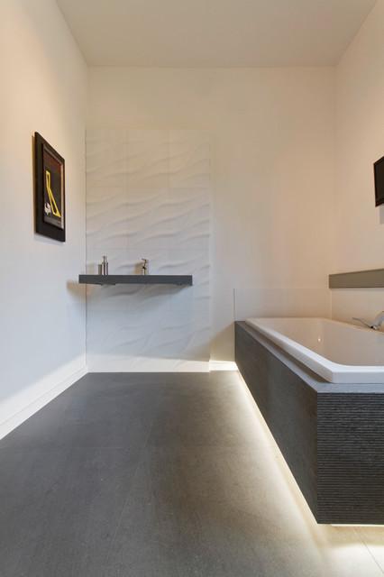 wellnessbad aus italienischer basaltlava kombiniert mit caesarstone quarz. Black Bedroom Furniture Sets. Home Design Ideas