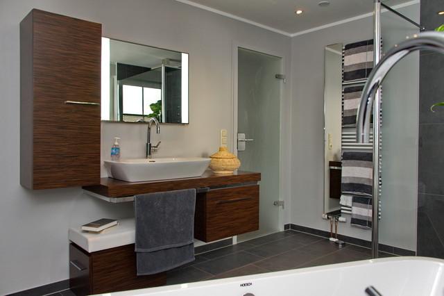 wohlf hlbad auf kleinstem raum alles untergebracht modern badezimmer other metro von. Black Bedroom Furniture Sets. Home Design Ideas