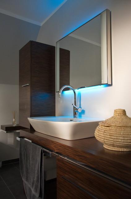 Wohlfühlbad - Spiegel mit LED-Hintergrundbeleuchtung - Contemporary ...