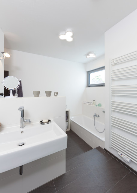 wohnhauserweiterung 2 wohneinheit mit kleinem l dchen modern badezimmer bremen von. Black Bedroom Furniture Sets. Home Design Ideas
