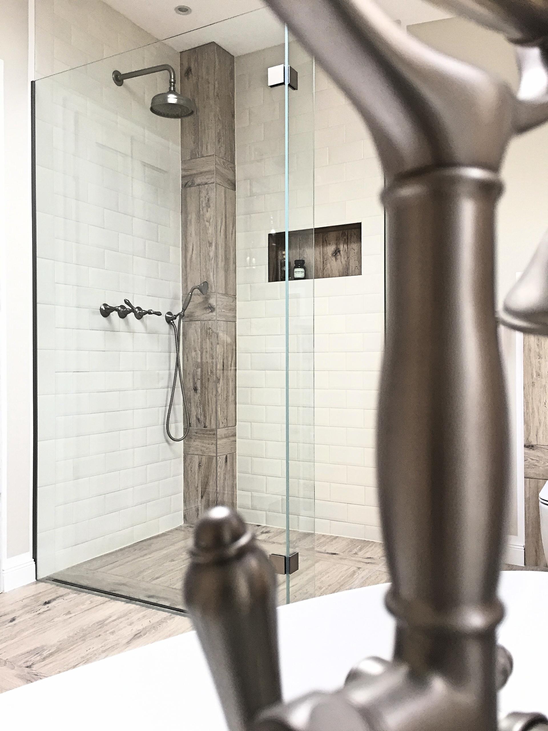 XL Walk in Dusche mit gefliester Nische
