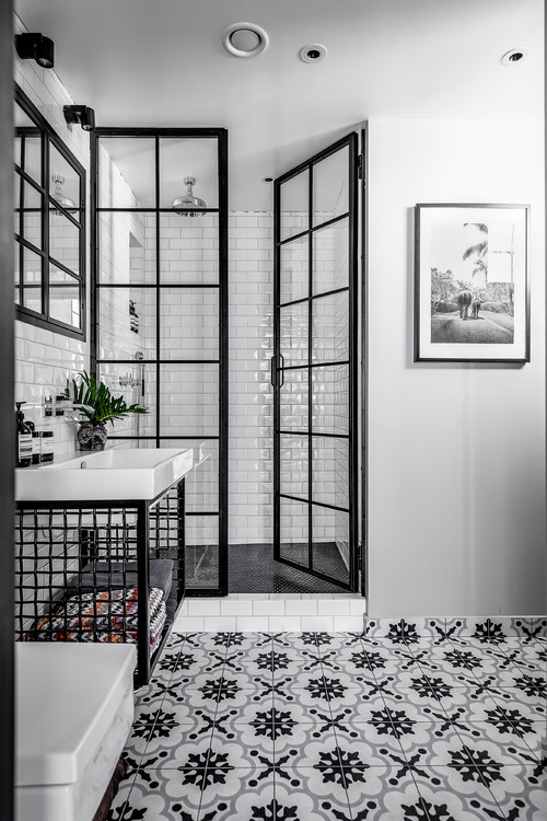 38 Beautiful Black And White Bathrooms