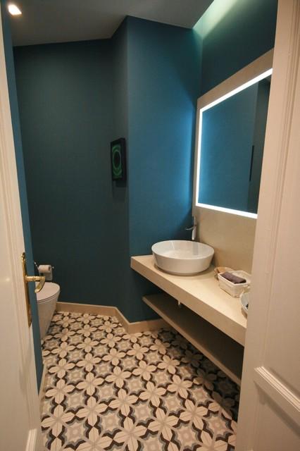 Foto di un bagno di servizio moderno