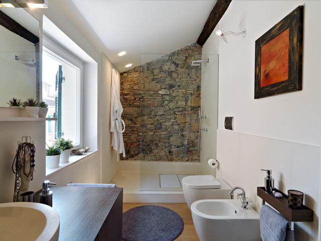 Ristrutturazione di una mansarda a la spezia contemporaneo bagno