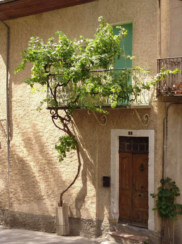 Inspiration for a mediterranean balcony remodel in Turin with a roof extension