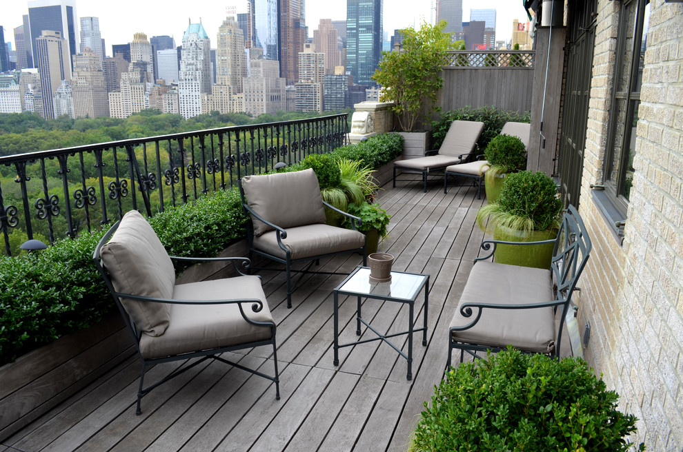 Inspiration for a small timeless balcony remodel in New York