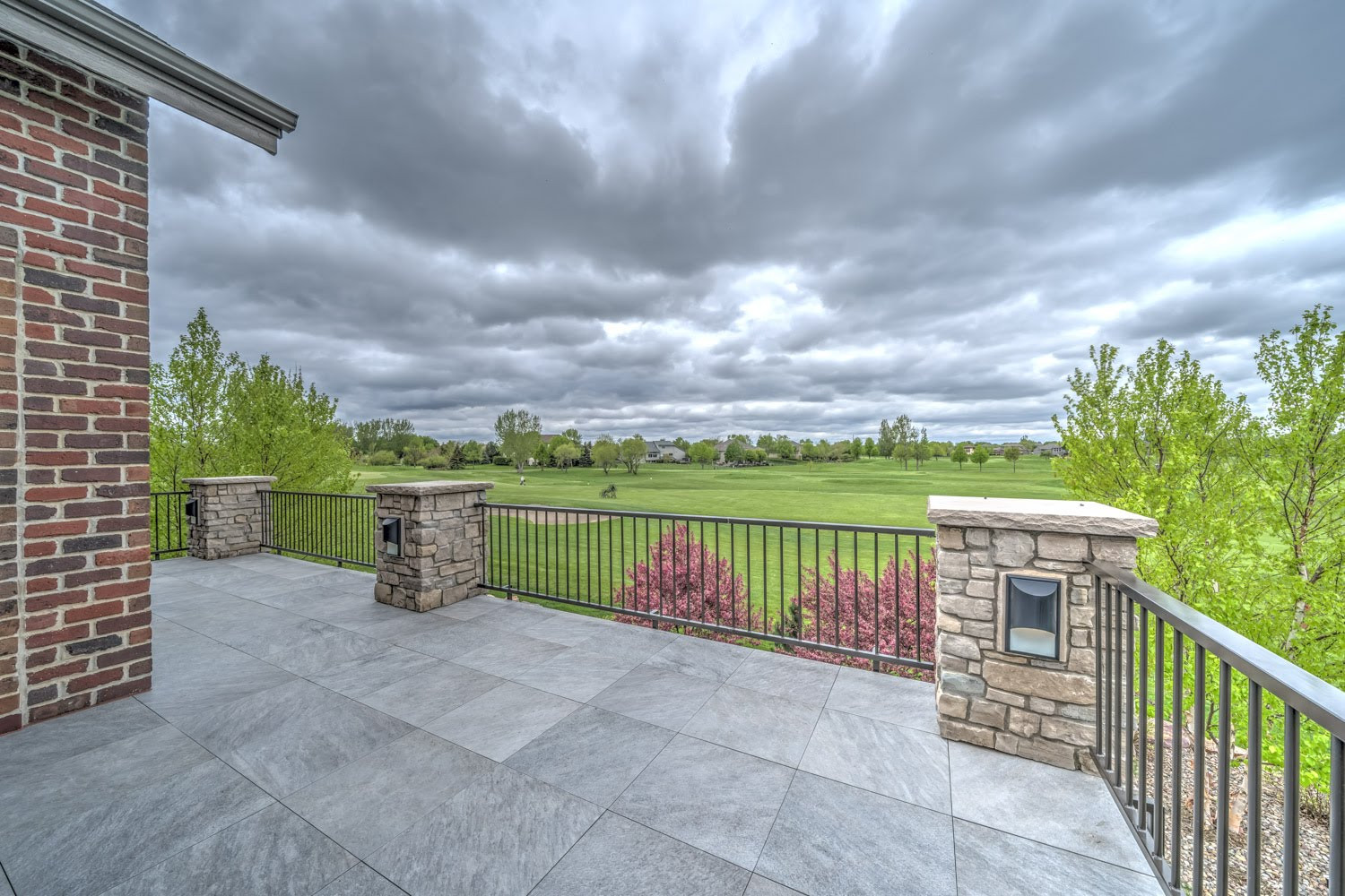 Certified Luxury Builders - Deffenbaugh Homes - Sioux Falls, SD - Custom Home F