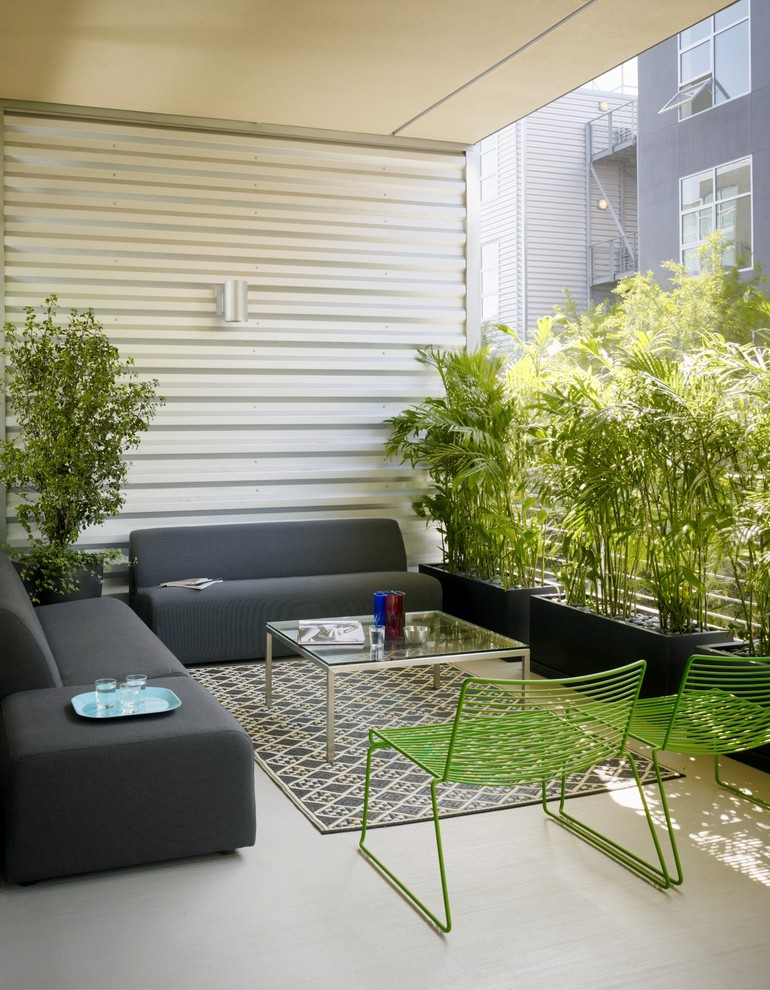 Example of an urban privacy balcony design in Los Angeles with a roof extension