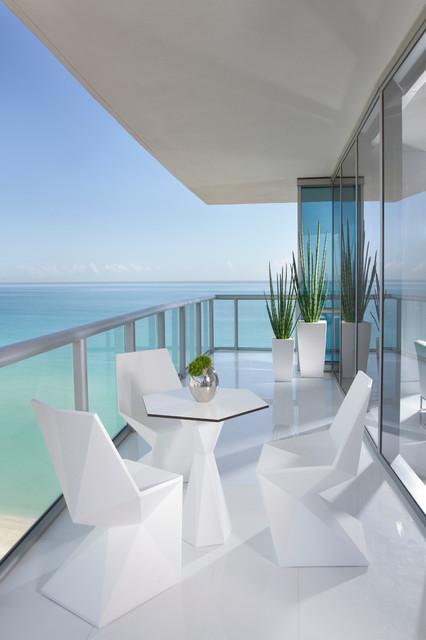 MIAMI INTERIOR DESIGN   JADE OCEAN Contemporary Balcony