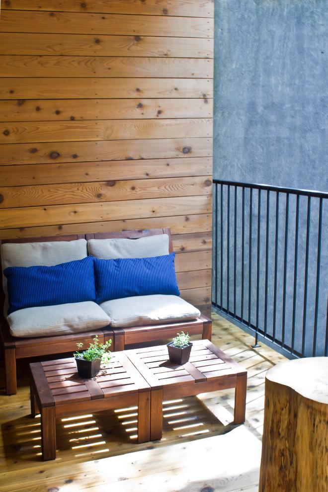 Balcony - contemporary balcony idea in Montreal