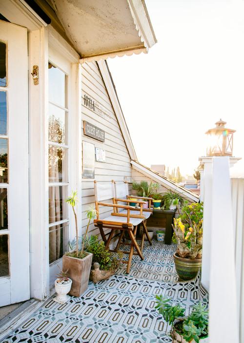 Come arredare un balcone piccolo idealista news for Arredo balcone
