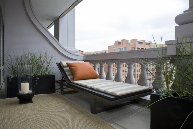 Inspiration for a timeless balcony remodel in DC Metro with a roof extension