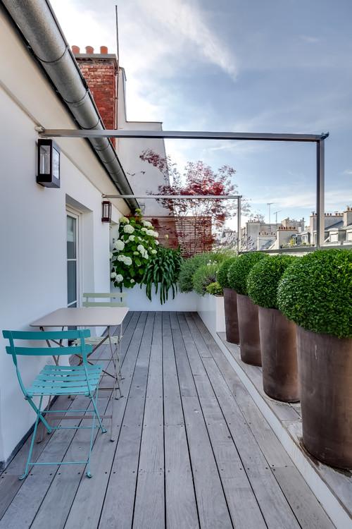 stil schau think big blumenk sten balkon bei ikarus. Black Bedroom Furniture Sets. Home Design Ideas