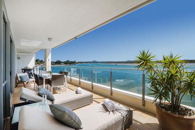 Las rias noosa unit renovation beach style balcony for Balcony renovation
