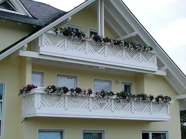 balkongel nder modell baden mit blumenkasten in wei klassisch balkon sonstige von bego. Black Bedroom Furniture Sets. Home Design Ideas
