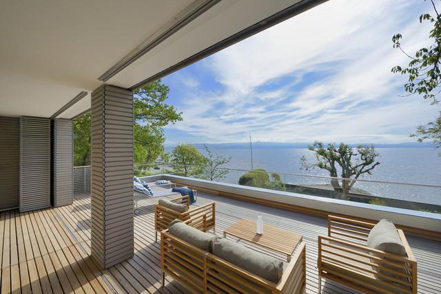 Haus am see modern balkon sonstige von bau fritz gmbh