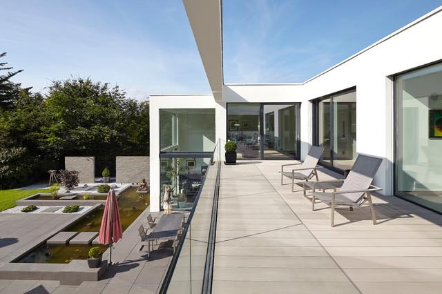 Villa in dormagen minimalistisch balkon düsseldorf von