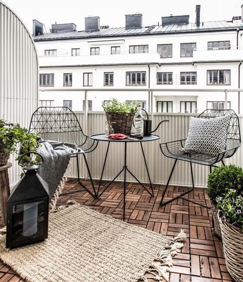 balcon chaises en fer fin et transparentes