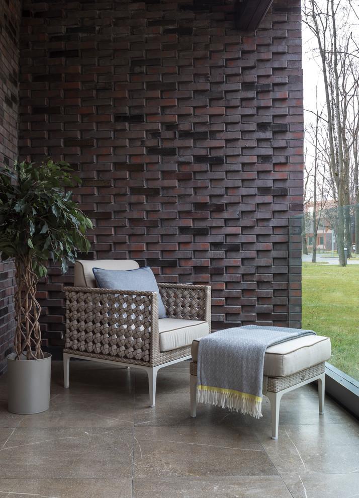 Удачное сочетание для дизайна помещения: балкон и лоджия в современном стиле с стеклянными перилами и навесом - самое интересное для вас