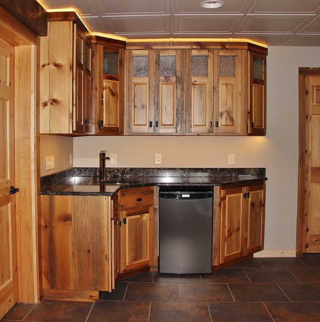 Barn wood kitchenette rustic basement minneapolis for Kitchenette designs photos