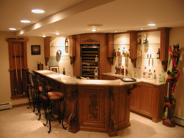 Bars traditional-basement