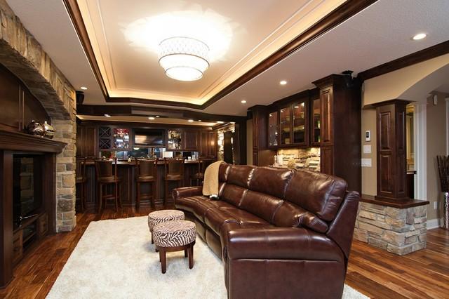 Bars traditional-basement