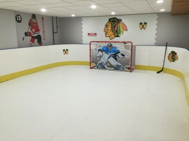 Basement Hockey Rink Sous Sol Chicago