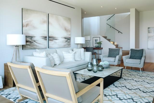 Idées déco pour un grand sous-sol contemporain donnant sur l'extérieur avec un mur blanc et un sol en bois brun.