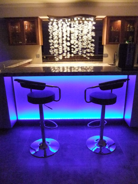 Bond Bar Modern Basement