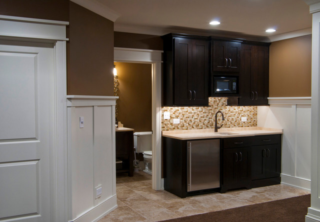 Bryan jenny 39 s basement traditional basement chicago by sebring design build for Kitchen with mini bar design