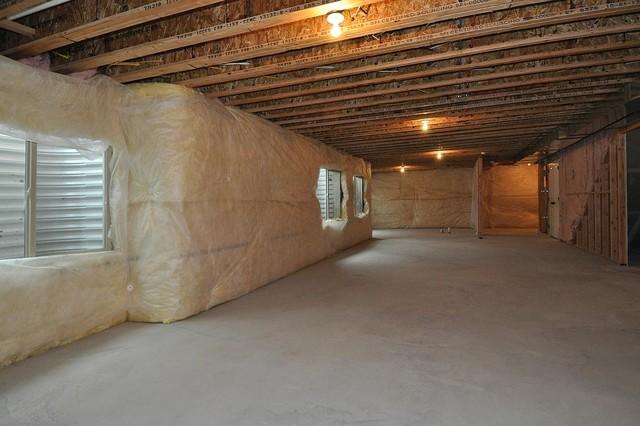 Large arts and crafts underground concrete floor basement photo in Salt Lake City