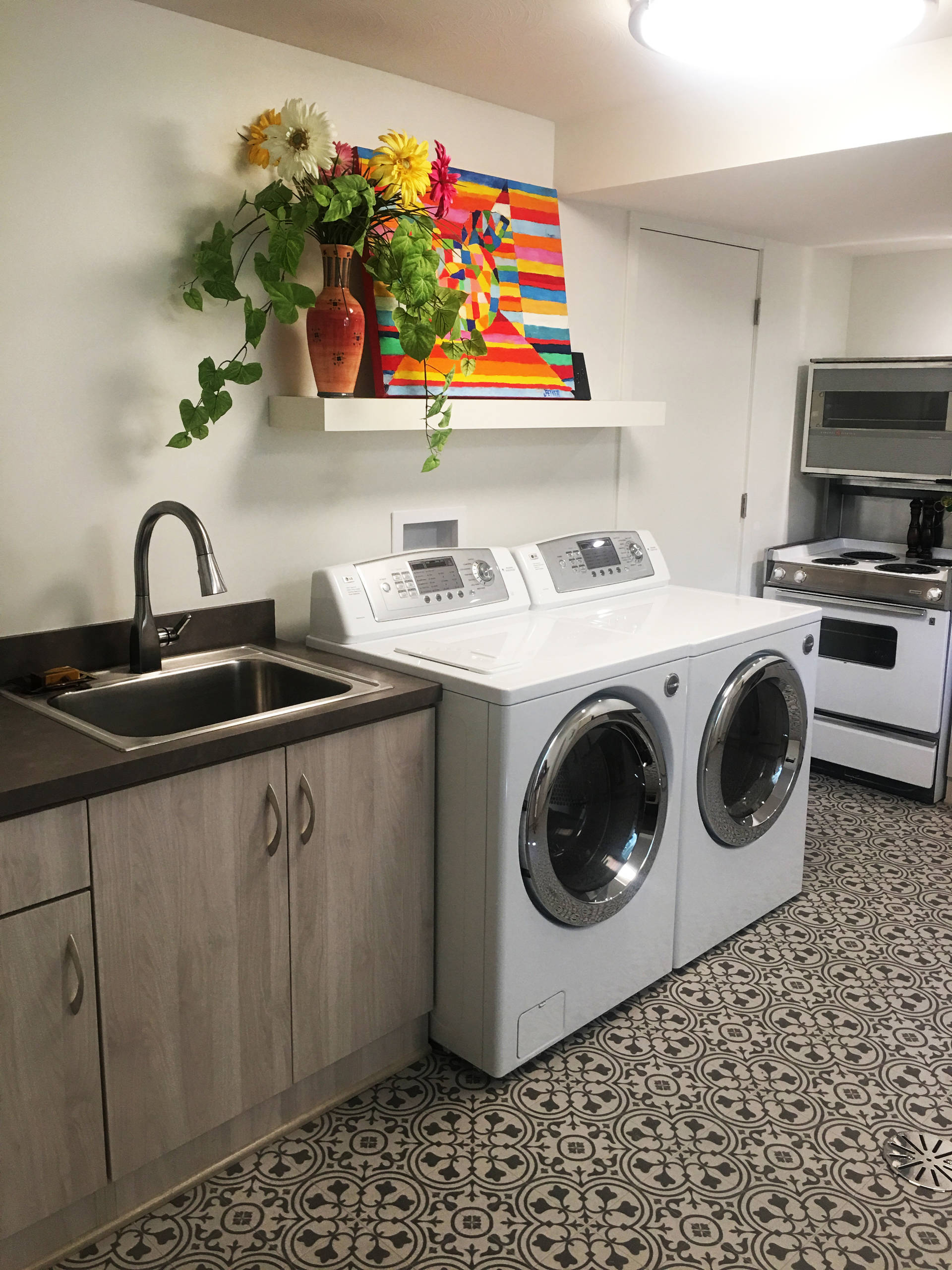 Laundry/ Entertainment Room