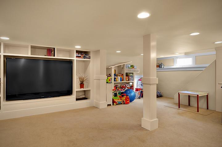 Basement - traditional basement idea in Seattle