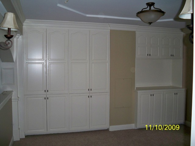STORAGE SOLUTIONS Traditional Basement
