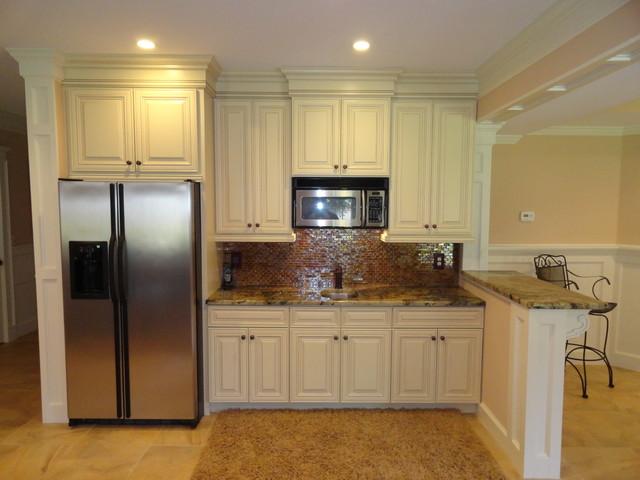 Traditional Basement Kitchen Bar - Traditional - Basement - Atlanta - by Acworth Cabinet, Inc
